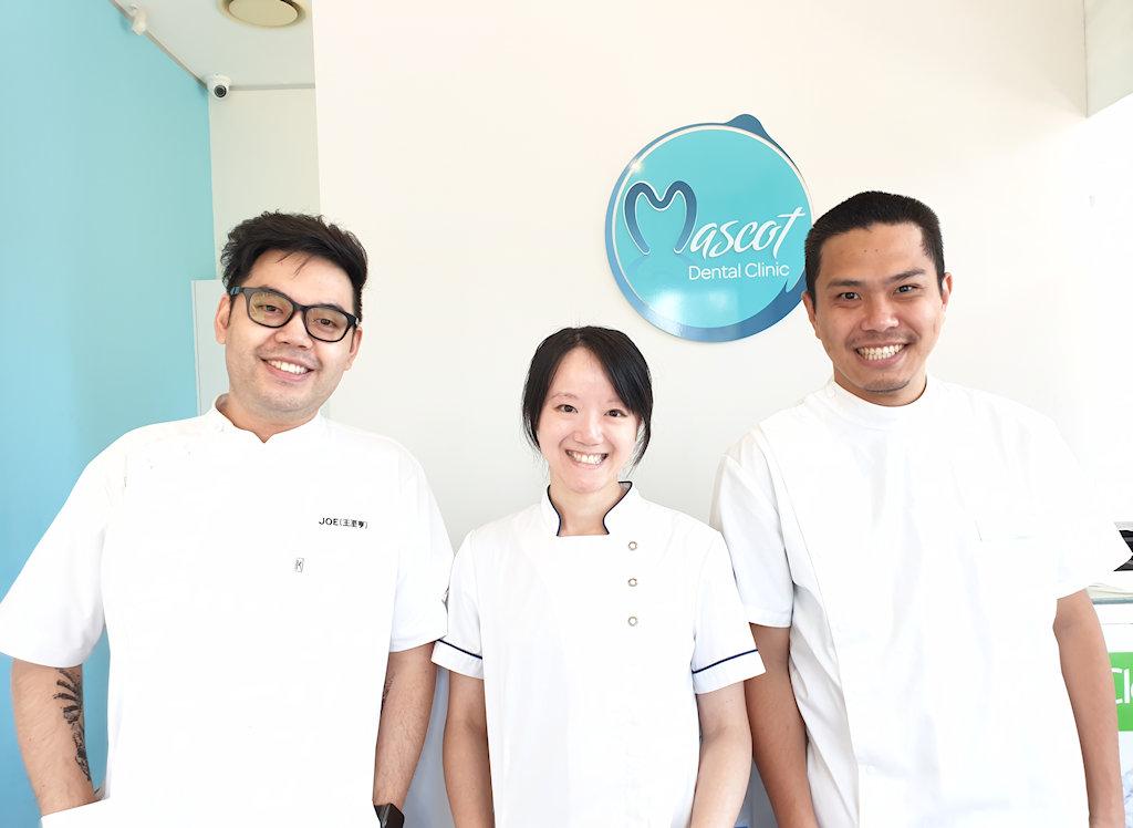 黄医生和她的牙医团队对牙科非常热诚,并会尽全力照顾患者。他们温柔的手法,加上出色的技能和先进的知识,将帮助您实现理想的笑容。